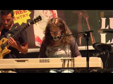 La cantautrice Flavia Celano conclude il suo tour a Lauria