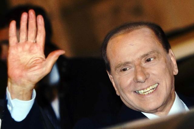 ( 13112011-MM9 ) ROMA: BAGNO DI FOLLA PER SILVIO BERLUSCONI A PALAZZO GRAZIOLI