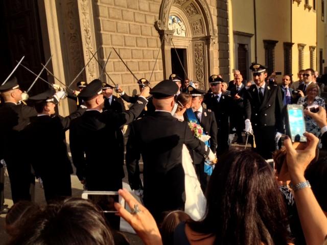 gli sposi Emanuele Tamorri - Valentina Manzo e il picchetto d'onore