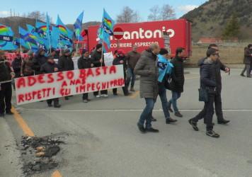 Sale la protesta per la difesa delle stazioni di servizio di Galdo di Lauria