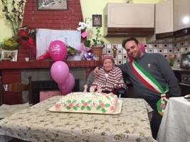 Auguri a zia Peppina di Latronico che ha compiuto 103 anni