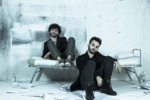 """Settimo premio per """"La fabbrica del talento"""", il videoclip del duo di musicisti lucani """"2eleMenti"""", regia di Luca Acito"""