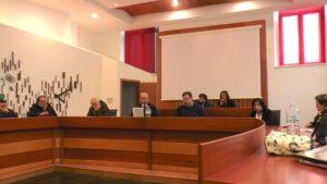 Episodi particolari nell'ultimo Consiglio Comunale di Lagonegro: una bambina ha fermato le vibranti polemiche; retroscena sulla Lancia Thesis del Comune